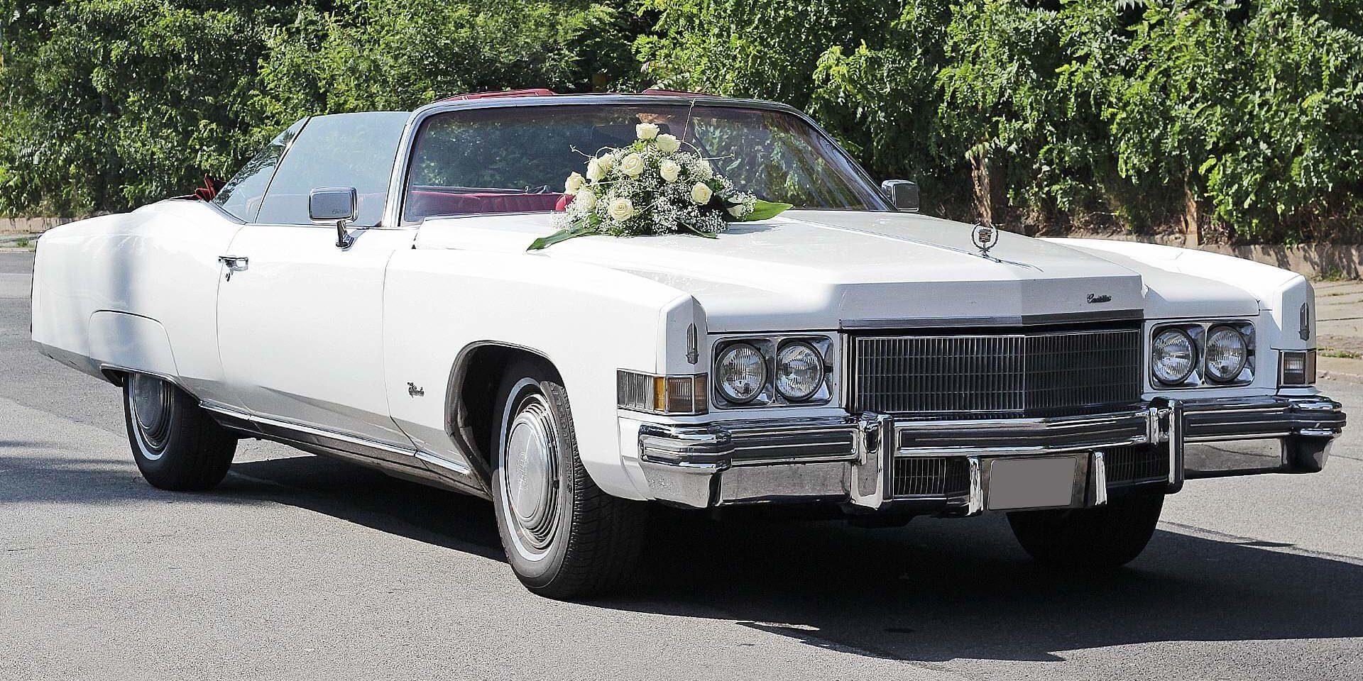 Cadillac Eldorado Frontansicht mit Blumenschmuck