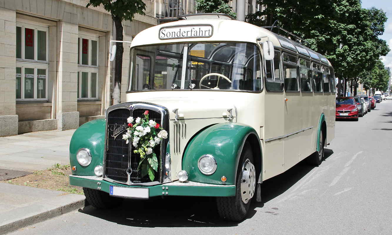 oldtimerbus saurer mieten dresden f r hochzeit oder. Black Bedroom Furniture Sets. Home Design Ideas