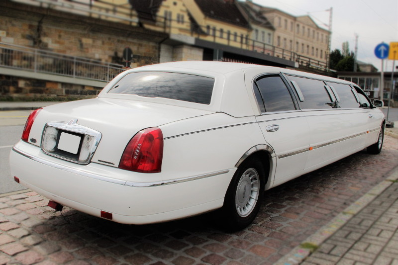 lincoln town car stretchlimousine mieten dresden. Black Bedroom Furniture Sets. Home Design Ideas