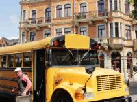 US-Schulbus mit Schiebermaxe in Dresden